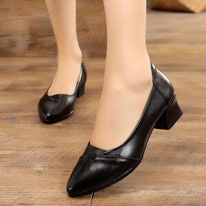 Image 4 - GKTINOO Primavera 2019 Senhoras Moda Apontado Toe Mulheres Bombas Meados Saltos Conforto Profissional Trabalhar Sapatos de Couro Genuíno Mulher