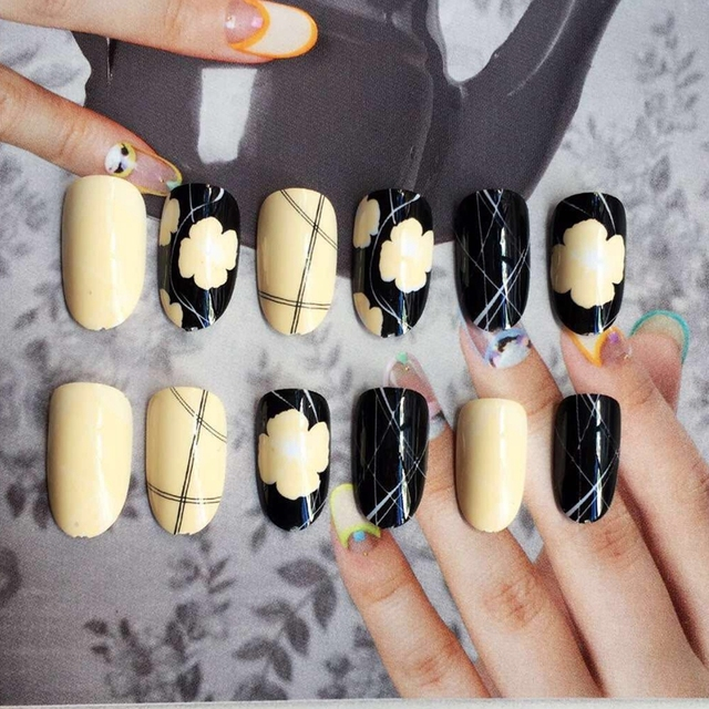 Round Head False Nails Light Yellow Flower Black Fake Nail Tips Simple Lines DIY Art