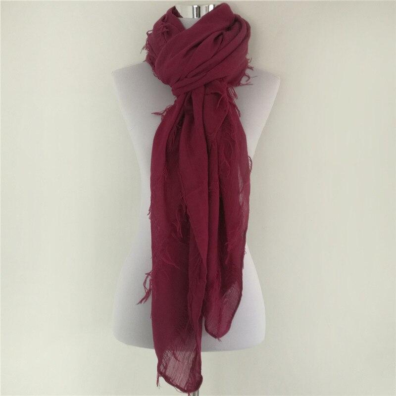 Nouveau Solide Écharpe Femmes bufandas mujer noir de mode chaud femmes  foulards écharpe wrap châle De Luxe Marque Écharpe quatre raison d5adcd2baf5