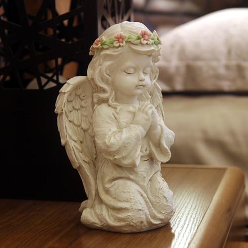 European Resin Vintage Pray Angel Figurines Kneeling Wearing A Wreath On The Head Creative Home Decorations