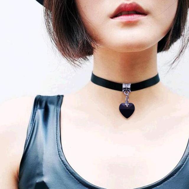 Unisex Gothic Velvet Heart Crystal Choker Handmade Necklace Pendant