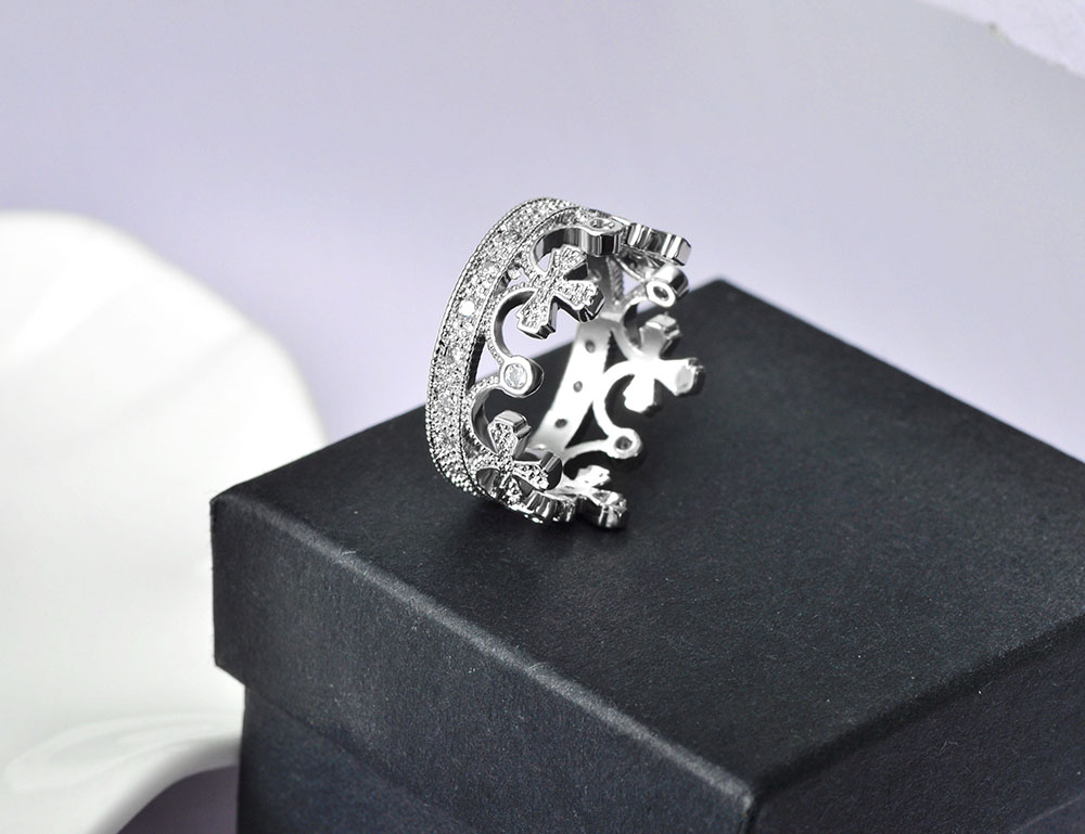 Gorgeous Mosaic Cubic Zirconia Queen's Crown Ring