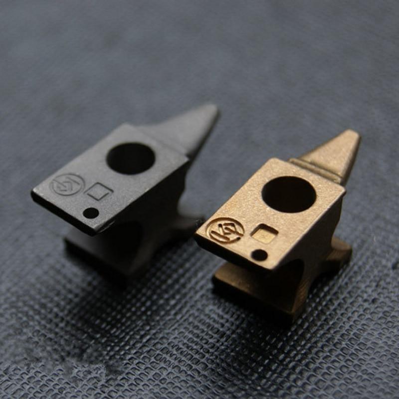 EDC pur laiton titane alliage Q version de l'enclume de forgeron jouant fer pad pinces couteau perles lampe de poche pendentif porte-clés