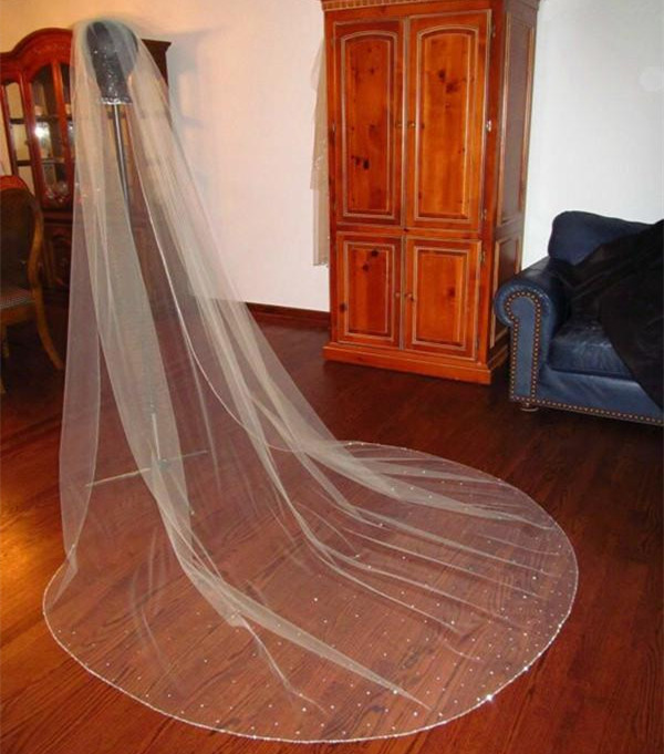 Romantic One Layer Bridal Veil Cathedral Length Rhinestones Wedding Veils Beaded Edge White Or Ivory Brides Veil Hot Sale