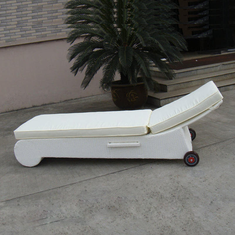 Patio Wicker Chaise Lounge , White Poolside / Balcony Lounger transport by sea patio pe rattan lounge chair modern comfortable chaise lounge transport by sea