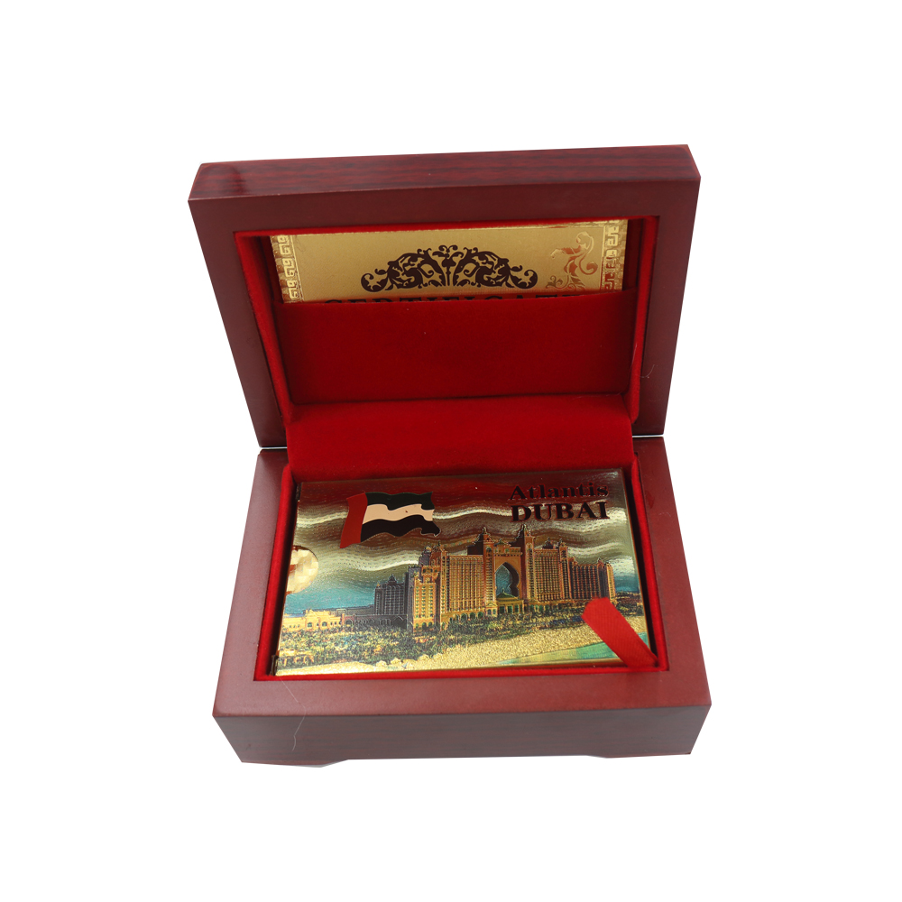 Atlantis Hotel Colorful 24k Gold Paying Card Holiday Souvenir Gifts Dubai Style 999.9 Chip Card In Wooden Box for Party Fun