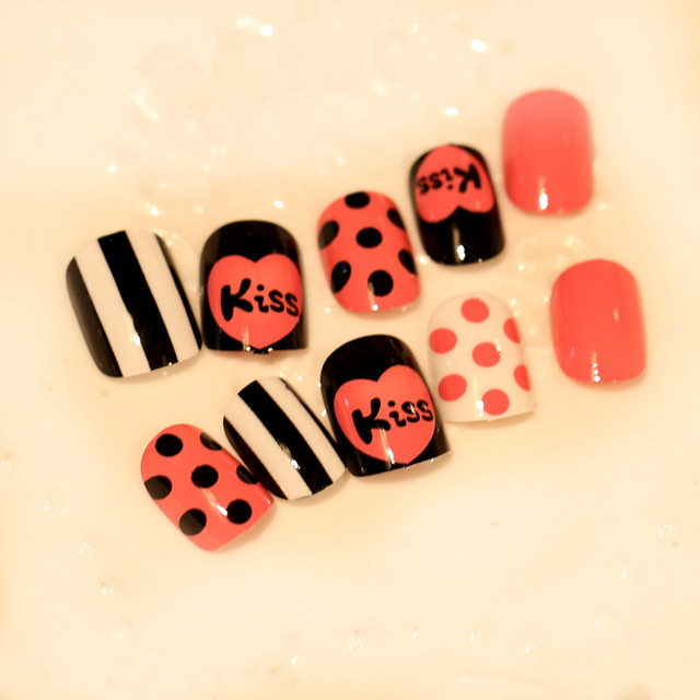 Love and kiss printed false nails set Pure color black and pink fake ...