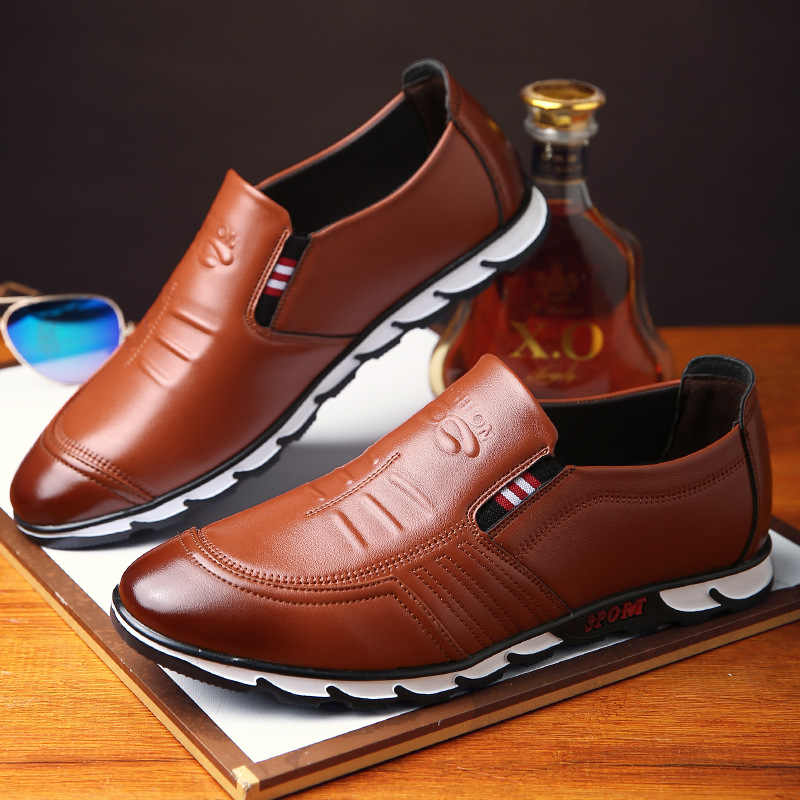 ผู้ชายรองเท้าสบายๆ 2019 รองเท้าแฟชั่นผู้ชาย Loafers รองเท้าหนังยี่ห้อ Breathable Slip บนรองเท้าขับรถชายรองเท้า