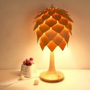 Nordic kreatywny pinecone konstrukcja drewniana lampa stołowa nowoczesny natura DIY home deco osobowości sypialnia E27 LED żarówki tabeli lampa oświetleniowa w Lampy na biurko od Lampy i oświetlenie na
