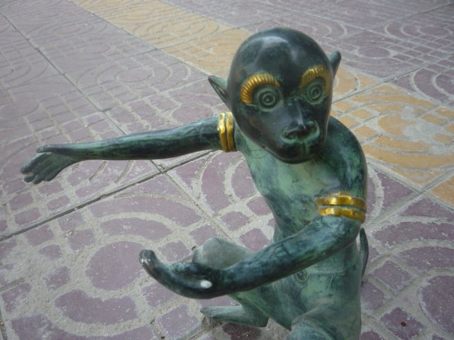 Lovely Old  bronze  gold-plating Monkey  Statue/ Sculpture,best collection&adornment,free shippingLovely Old  bronze  gold-plating Monkey  Statue/ Sculpture,best collection&adornment,free shipping