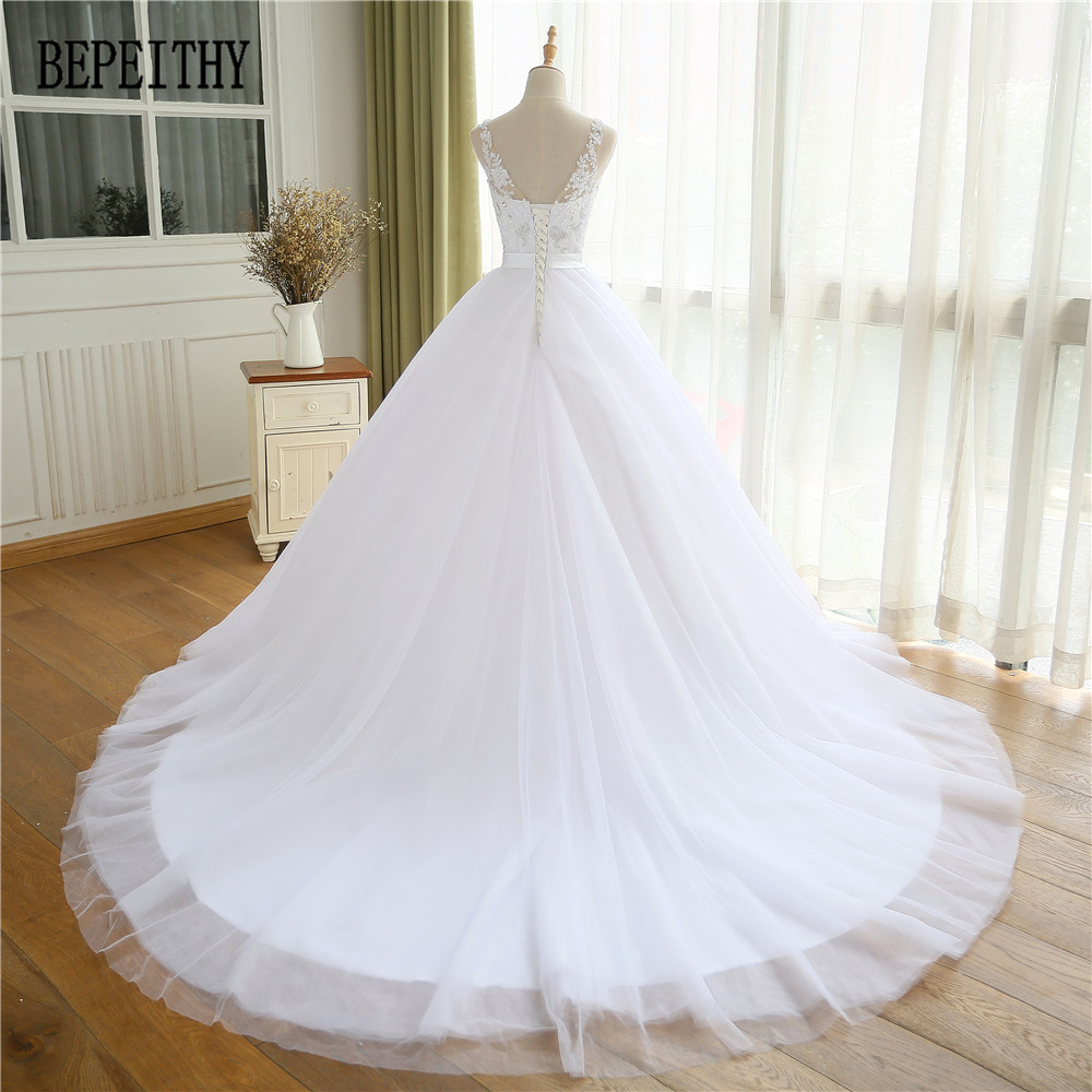A-line Cap Sleeve Organza Lace Appliques Beads Wedding Dress
