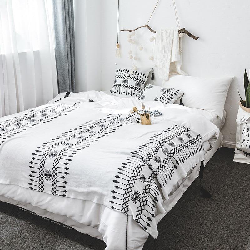 Black And White Tassel Rug: Black And White Bedspread Nordic Knitted Blanket Tassel
