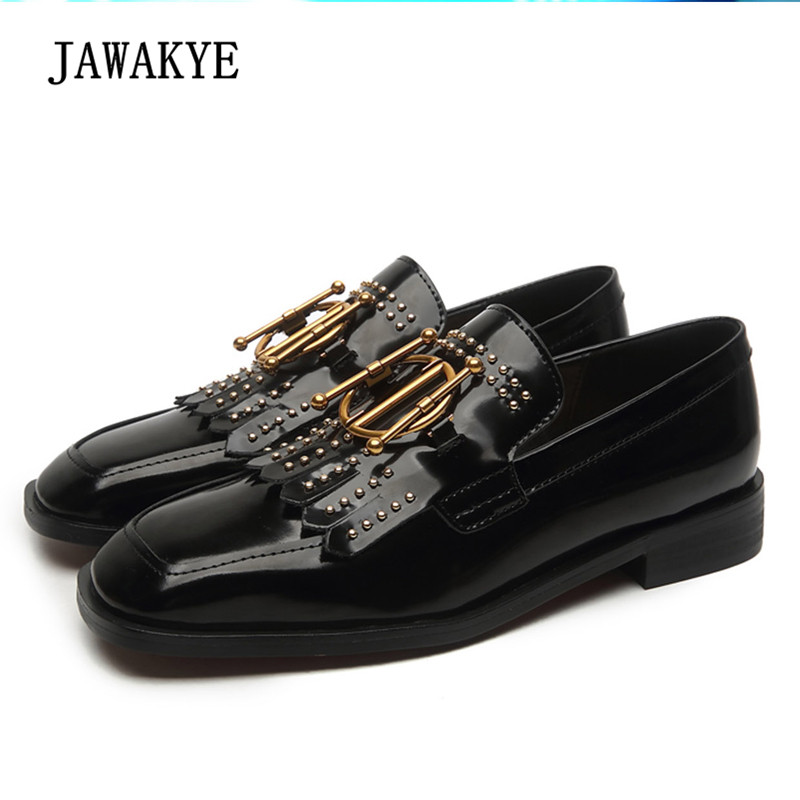 2018 Retro Oxford Shoes For Women Round Toe Metal Buckle Rivet Tassels Flat Shoes Woman Real Leather Chic Casual Shoes trendy women s flat shoes with round toe and tassels design