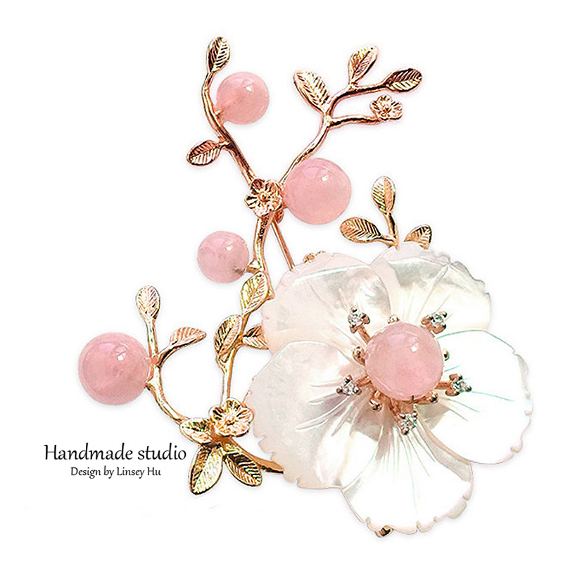 La MaxZa New Romantic Pearl Brooch Personalized Flower Brooches Elegant Party Dress Brooch Handmade Accessories XZ3007