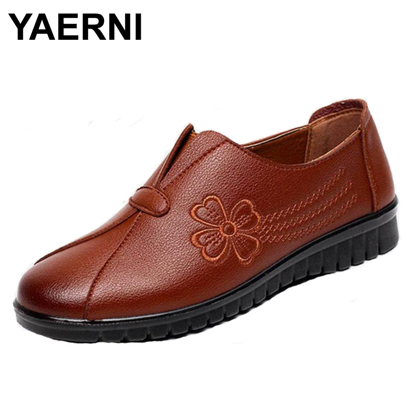YAERNI High quality PU Middle aged women flat shoes Soft comfortable embroidered fashion casual shoes large