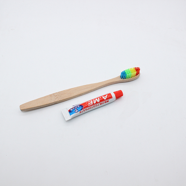 Venta al por mayor De bambú cepillo De dientes De cerdas De Nylon suave cepillo De fibra De bajo carbono medio ambiente cepillo De dientes y pasta De dientes