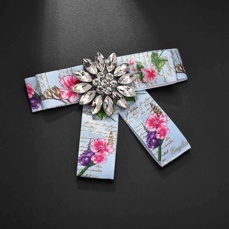 Dolce ragazza nobile collegio style Fiore di cristallo di lusso Iperbole big Bowknot collare falso cravatta moda Spilla monili delle donne