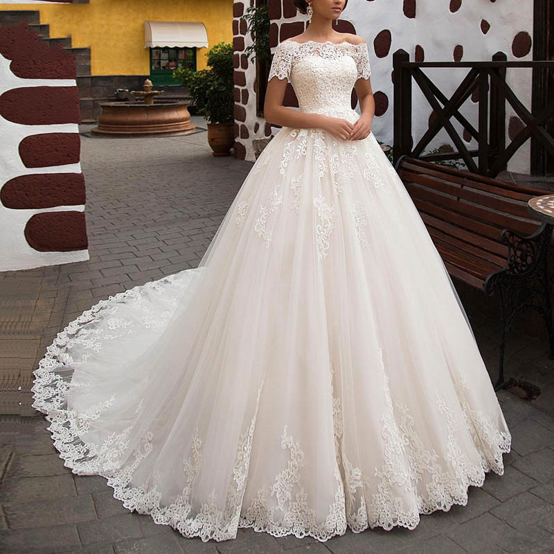 Ball Gown Wedding Dresses For Girls Boat Neck 2019 Lace Appliques Short Sleeves Wedding Bridal Gown Elegant Off The Shoulder