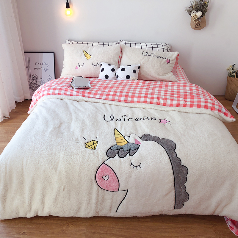 White Pink Cartoon Unicorn Applique Embroidery Bedding Set Fleece Fabric Duvet Cover Bed sheet/Linen Pillowcases Christmas giftWhite Pink Cartoon Unicorn Applique Embroidery Bedding Set Fleece Fabric Duvet Cover Bed sheet/Linen Pillowcases Christmas gift