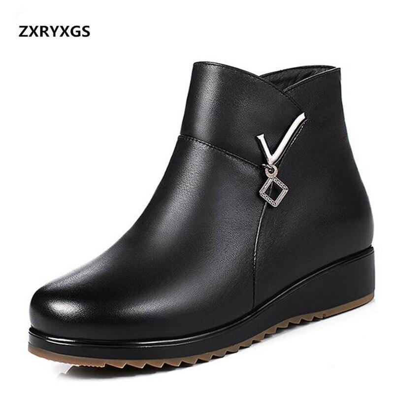 ZXRYXGS buty marki buty z prawdziwej skóry kobieta Plus aksamitne i wełniane ciepłe buty na śnieg 2018 nowy buty damskie zimowe mieszkania duży rozmiar w Buty do kostki od Buty na  Grupa 1