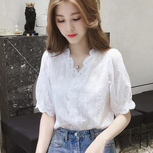 019 new Lace Hollow Out Sweet Loose White Women's V-Neck Blouse Half Sleeves Sol