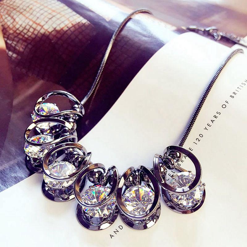 2017 women pendant necklace European short exaggerated crystal necklace chain collar bone bone pendant chain necklace