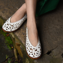 2017 Spring Womens White Flats Sale Genuine Leather Girls Slip On Fashion Handmade Women Moccasins Hollow Out Shoes Soft Bottom