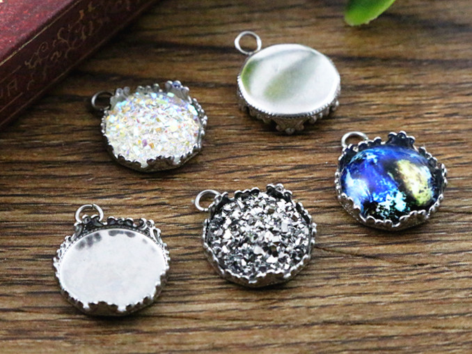 20pcs 12mm Inner Size Stainless Steel Material Crown Style Cabochon Base Cameo Setting Charms Pendant Tray (A1-28)20pcs 12mm Inner Size Stainless Steel Material Crown Style Cabochon Base Cameo Setting Charms Pendant Tray (A1-28)