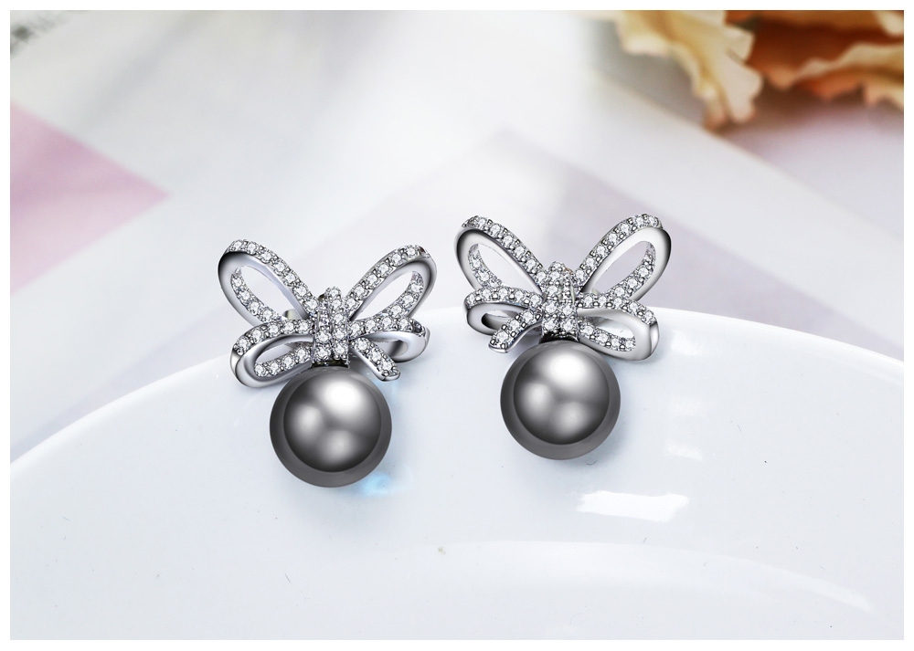 grey pearl earrings 02