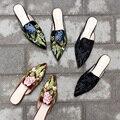 2017 Весна Женщины Вышиванки Обувь Высокого Качества Бархат Острым Носом Тапочки Старинные Stuffies Вышивка Цветок Тапочки