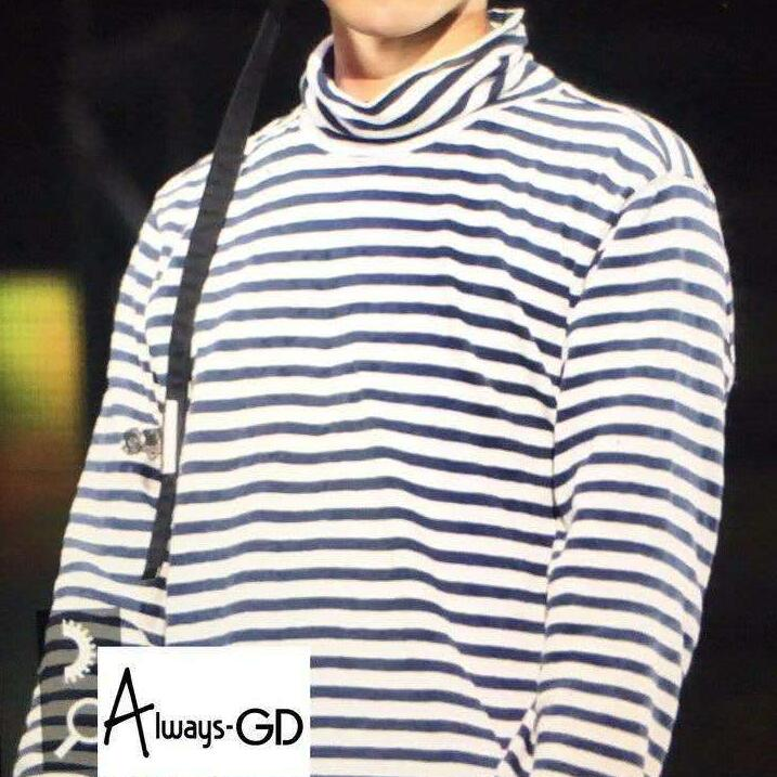Kpop same style navy blue and white stripe turtleneck long for Blue and white long sleeve shirt