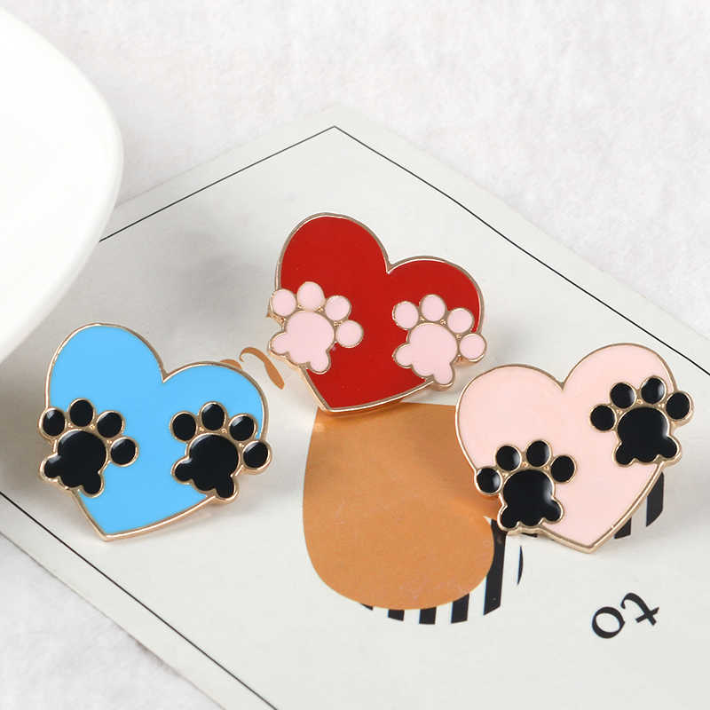 Qihe Perhiasan Paw Jantung Pin Biru Pink Merah Cakar Cakar Cetak Enamel Pin Anjing Kucing Beruang Kekasih Hadiah Kaki Perhiasan