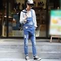 Peto Para Hombres 2017 Agujeros Rasgados Denim Guardapolvos Hombres Bib Jeans Blanqueado Lavado la Ropa de Letras Impresas Envío Gratis