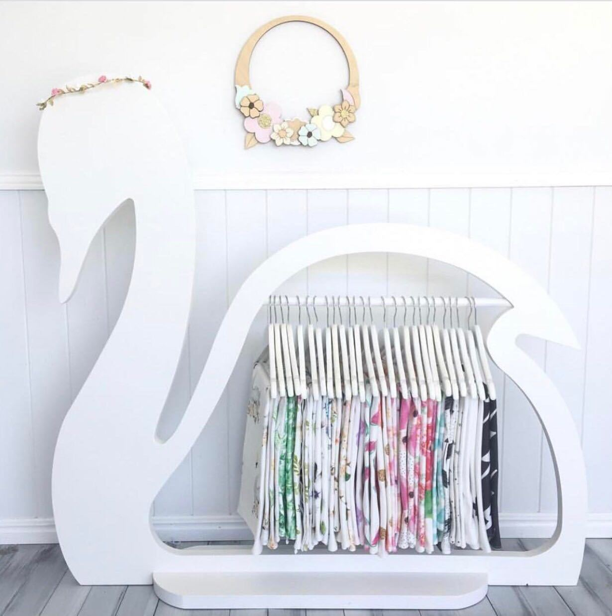 Hight Quality Wooden Swan Clothes Drying Rack Hanging