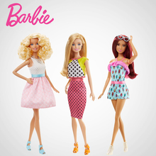 5 BARBIES FASHIONISTAS