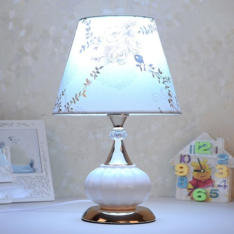 European Modern Minimalist Table Lamp Bedroom Bedside Lamp Ceramic Cloth Decorative Table Lamp Home Deco Designer Light FixturesEuropean Modern Minimalist Table Lamp Bedroom Bedside Lamp Ceramic Cloth Decorative Table Lamp Home Deco Designer Light Fixtures