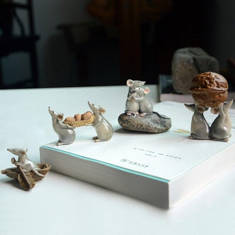 Original Countryside Farm Animals Funny Cartoon Rat Mouse Family Couple Moving House Carry Peanut Walnut Figure Desktop Gifts
