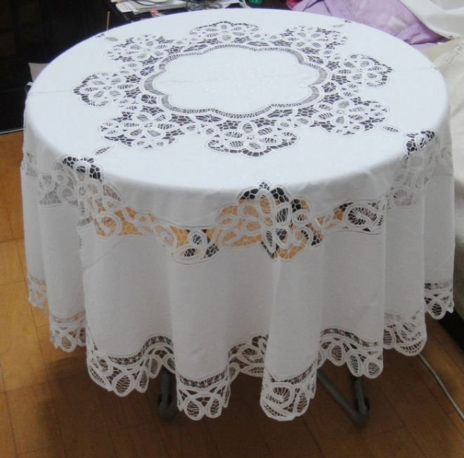 White Handmade Buttonburg Lace Embroidered Tablecloth