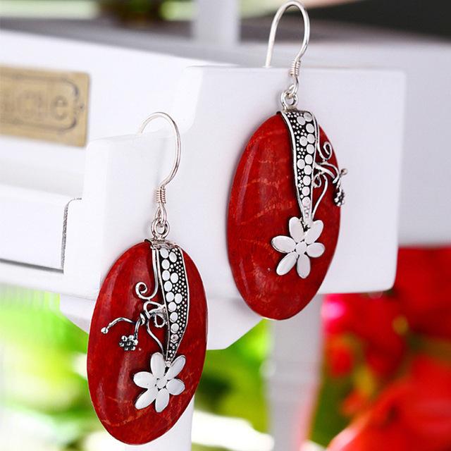 Directo de fábrica al por mayor 925 joyas de plata tallada Pendientes de Coral Rojo en nombre de un característico del estilo popular de