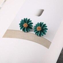 2595ab681a0a Pendientes de flores de Margarita bonitos para mujer de moda de 2018 para  mujeres de estilo coreano para niñas joyería de aleaci.