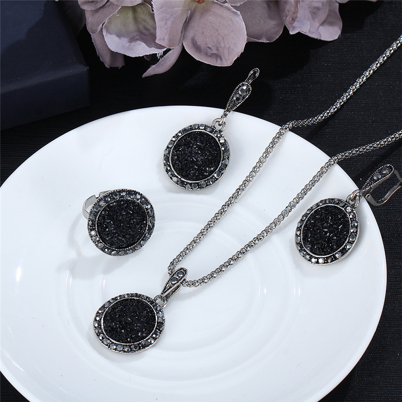 Vintage Black Gem Jewelry Set 2