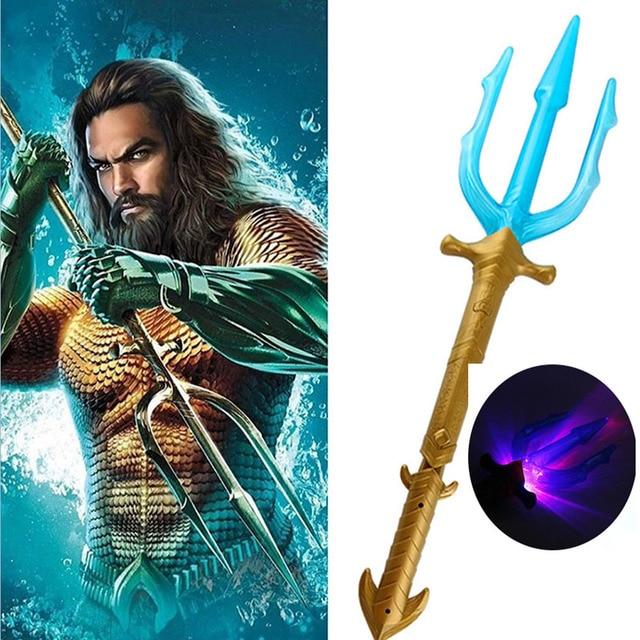 Filme de Super-heróis Aquaman Tridente Brinquedo Arthur Curry Orin Arma espada de Luz acender led Piscando Lightstick Para Presente do Menino
