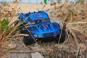 Image 5 - 새로운 1:18 rc 자동차 2812 2.4g 20 km/h 고속 레이싱 카 등산 원격 제어