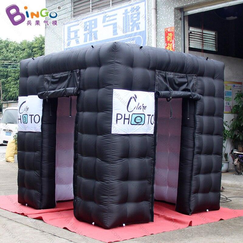 Livraison gratuite 2.4X2.4X2.4 m noir extérieur blanc à l'intérieur gonflable cabine de photo kiosque avec logo pour publicité jouet tente