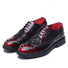Bullock Shoes Men Brogues Flats Pointed Toe Patent Leather Casual Shoes Non-Slip Lace-Up Rivets Zapatillas Hombre