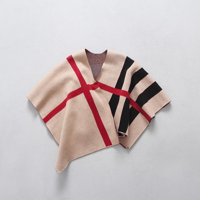 Estilo caliente de la ropa de los niños femeninos en Europa y el viento clásico a cuadros los niños salen capa capa del cabo chales de bebé para 2-4 T