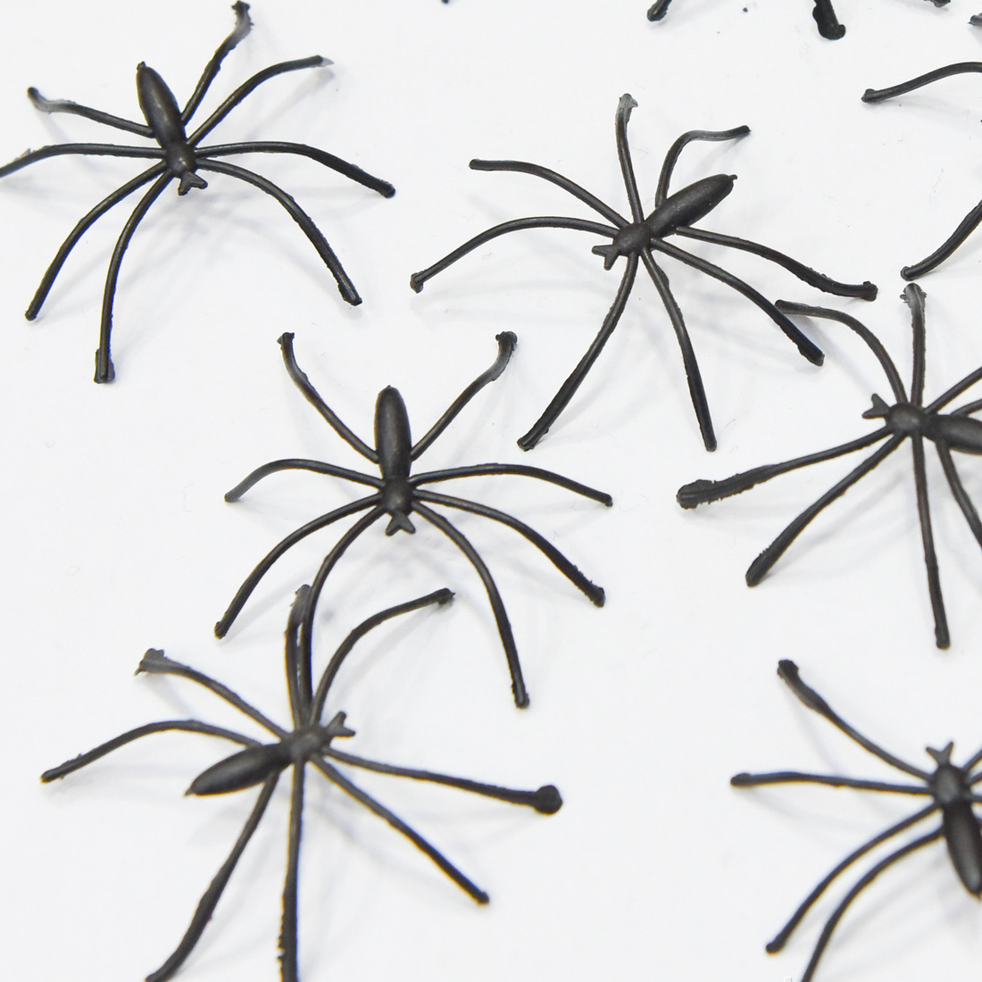 Sale Modern 20pcs 4cm Halloween Plastic Black Spider Realistic Prank Joking Toys home Decoration Cheap
