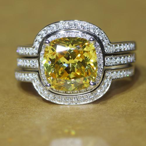 Queen brilliance absoluta delicada calidad 3 carat talla cojín nscd amarillo nupcial conjunto de la boda enagement anillos set para la mujer