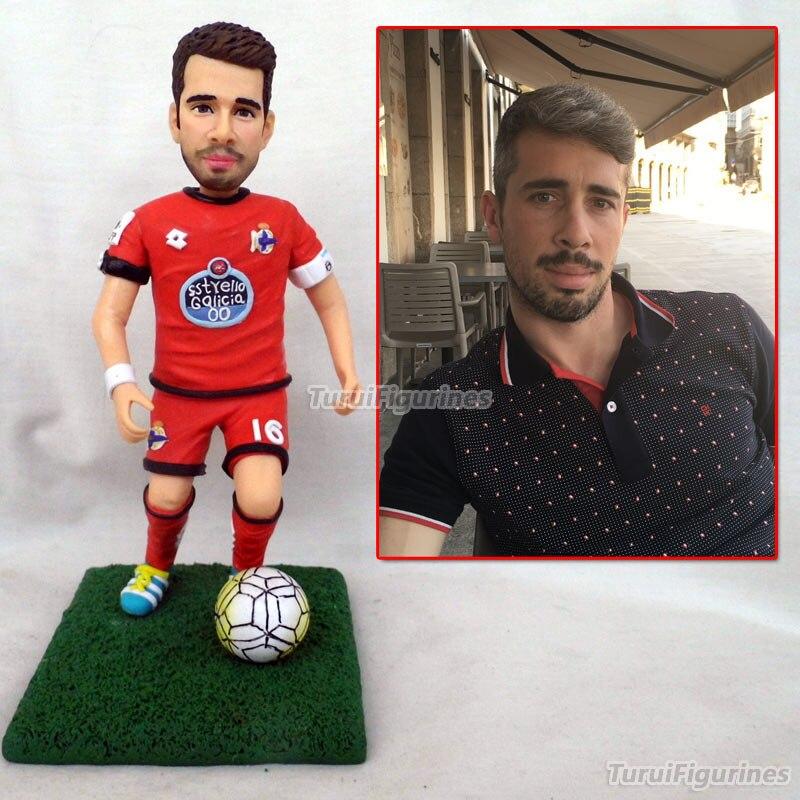 Figurine de poupée en argile polymère de photo cadeau d'anniversaire joueur de football chef d'équipe cadeaux faveur présent gâteau décoration de gâteau décor