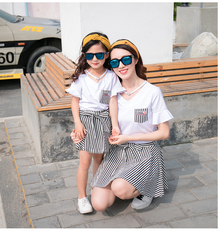 HTB1q70pgxSYBuNjSspjq6x73VXak - Fashion Summer Family Matching Outfits White V Neck T - Shirt With Stripes Shorts/Skirts Mother Dad Son Daughter Clothes Sets